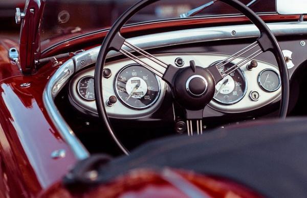 cruscotto di auto americana d'epoca